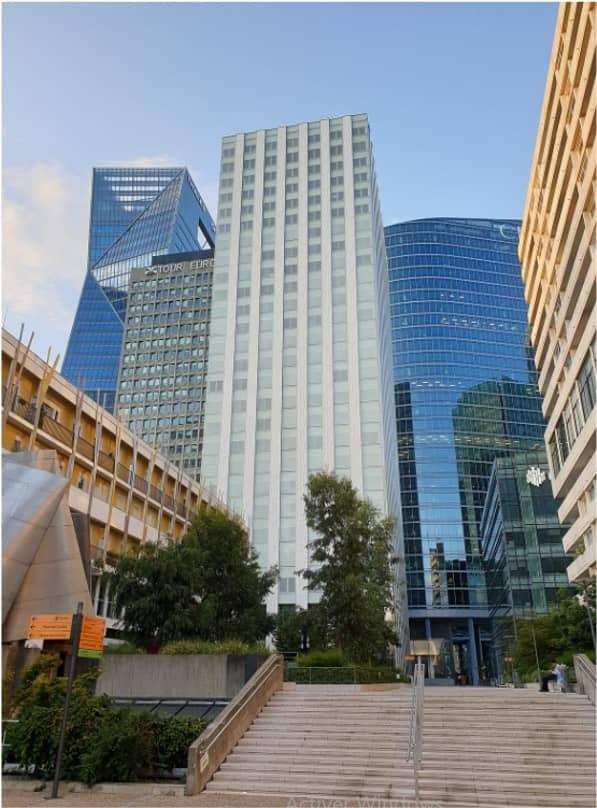 Tour blanche CB15 - La Défense